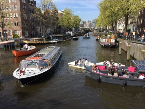 Organised chaos on the Princes Canal in Amsterdam